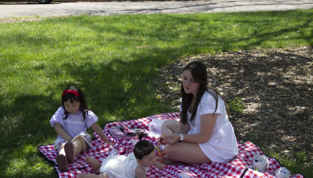 Picnic 1 1021x580 - Nebraskans embrace spring weather