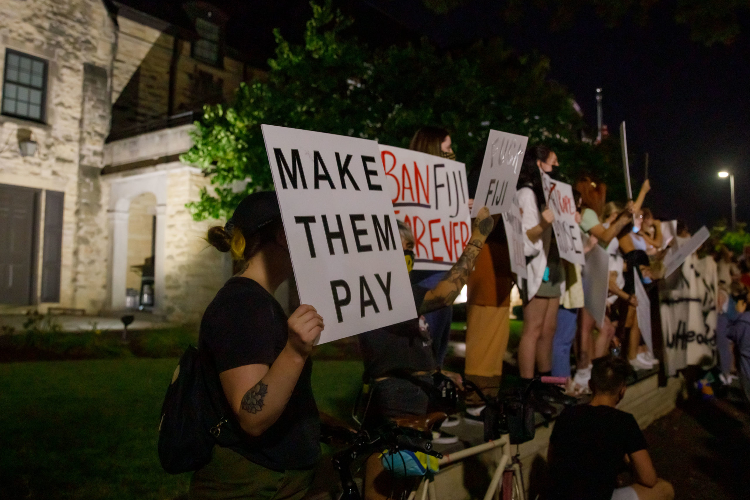 416A7020 scaled - Students protest outside of UNL fraternity house after reported sexual assault